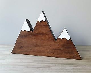 Montagna a tre picchi in legno color noce con neve