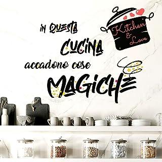 Adesivi Murali Cucina in questa cucina accadono cose magiche Frasi scritte italiano wall stickers kitchen decorazione casa...