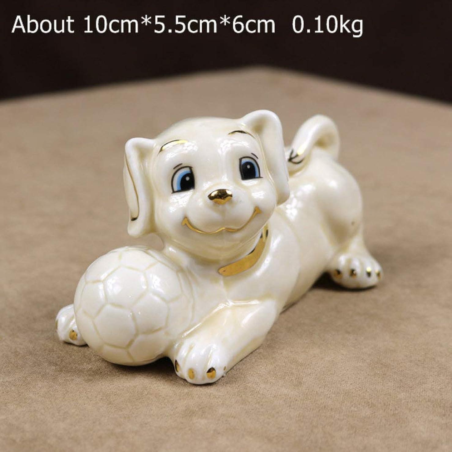 胴体ビザ茎Honana 小物デザイン インテリア 置物 像彫刻置物小像、ベージュいたずらかわいいサッカーの犬のミニチュアセラミック子犬の人形のカップルの家庭動物スポーツデコレーション誕生日プレゼントのクラフト プレゼント