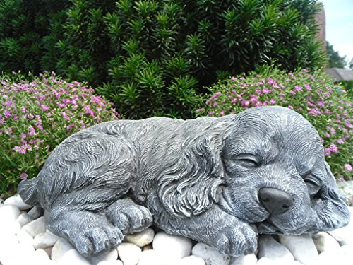 Steinfigur Hund schlafend, Gartenfigur Steinguss Tierfigur Basaltgrau