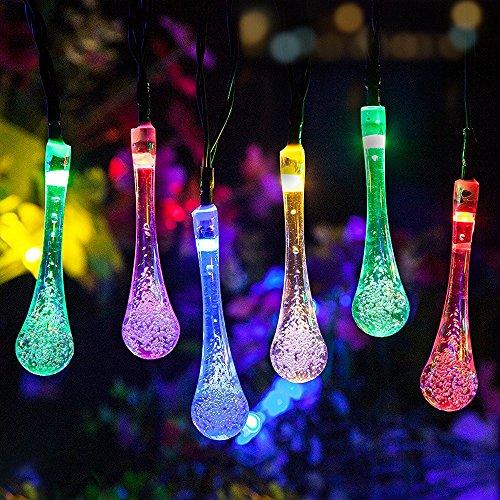 Guirlande lumineuse solaire à 30 LED - 6 m - Avec éclairage multicolore - Pour Noël, patio, pelouse, clôture, extérieur - Décoration parfaite pour la maison, en plein air, sapin de Noël, magasins, fêtes et fêtes (gouttes d'eau - 6 M30 LED, RVB).