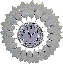 ساعة أنيقة على شكل أوراق شجر لون أبيض