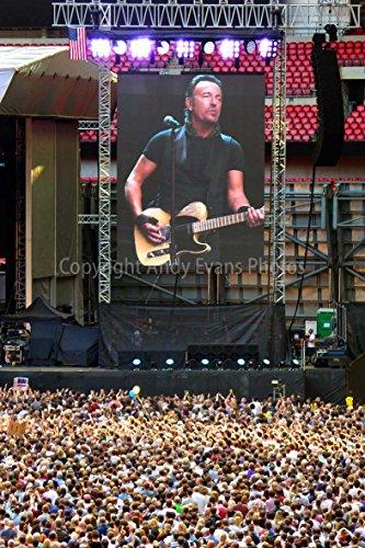 Foto ein 30,5x 45,7cm Fotodruck Bruce Springsteen Live at Wembley Stadion 2016England United Kingdom Fotorahmen Bilderrahmen Portraitrahmen Farbe Fine Art Print. Fotografie von Andy Evans Fotos