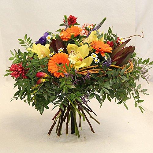 Im Blumenstrauß *Ein schöner Tag* werden die frischen Blumen vom Floristenmeister ausgesucht und gebunden, Size 45 Euro