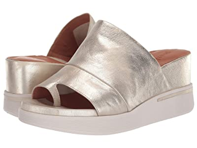 Gentle Souls by Kenneth Cole Gisele 65 Sporty Slide (Ice Metallic Leather) Women