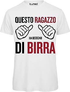 13806d4bd7c208 T-Shirt Divertente Uomo Maglietta con Frase Questo Ragazzo ha Bisogno di  Birra