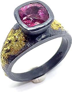 Anello dal design esclusivo con abbagliante tormalina rosa taglio cuscino misura 7 x 7 mm e 1,60 carati. Anello.