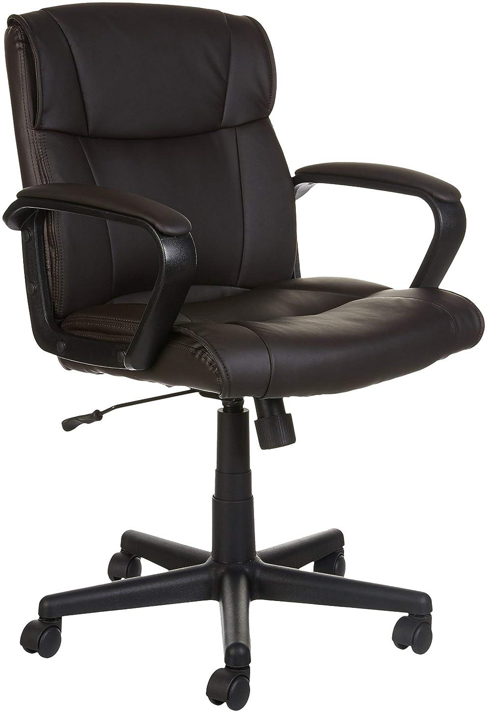 お誕生日シニスパートナーAmazonベーシック オフィスチェア 椅子 デスクチェア ミッドバック ブラウン