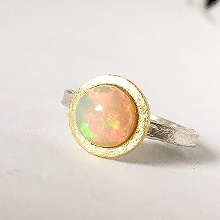 Impressionante, bellissimo anello in oro 18 carati e argento. Anello di fidanzamento con grande e spettacolare opale di fu...