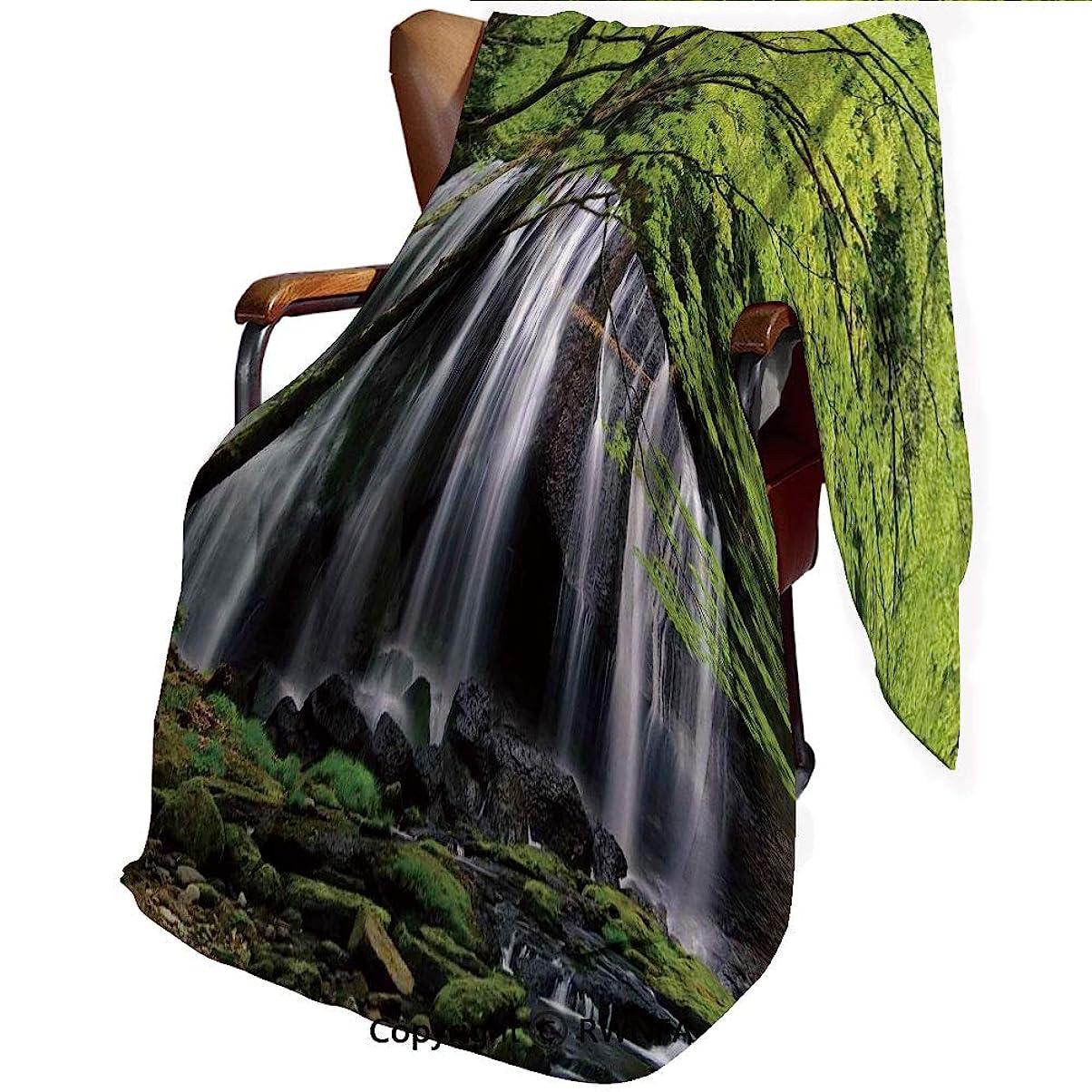 暴徒入り口パッド印刷者 毛布 シングル ネイビー マイヤー毛布 黒い岩と緑の木々に囲まれた複数の滝 黒白と緑 毛布 フランネル 春夏秋冬適用 ふわふわ 柔らかい 軽くて暖かい 静電気防止 洗濯可能 140*200cm