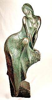 Scultura di Lluis Jordà, figura, statua donna seduta su piedistallo