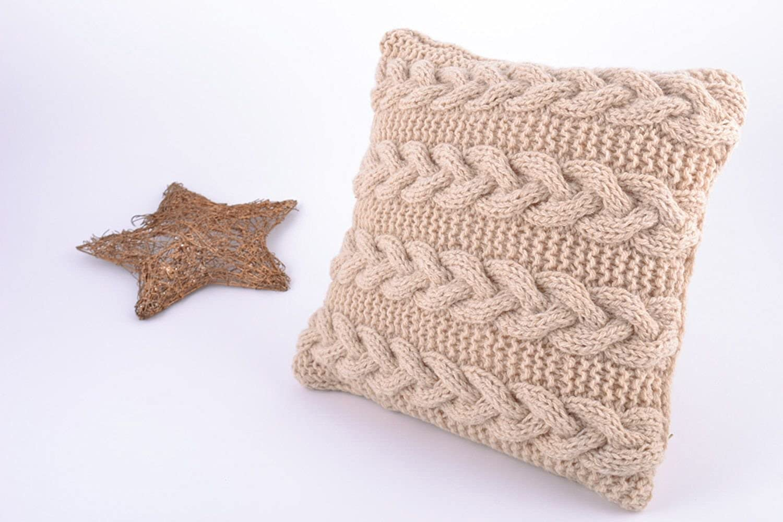 Small Beige Handmade Pillow Case Knitted Of Semi-woolen Threads With Zipper