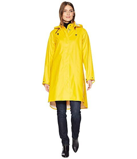 trench coat spring fashion