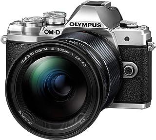 Olympus - Kit de cámara OM-D E-M10 Mark III Sistema Micro Four Third, Sensor 16 Mpx, autoenfoque táctil, Visor electrónico, vídeo 4K, Wi-Fi, en Plata con el M.Zuiko Digital ED 12‑200mm F3.5‑6.3 Negro