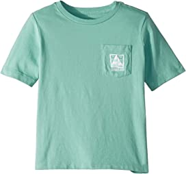 9867451a Short Sleeve Simple Sail Pocket Tee (Toddler/Little Kids/Big Kids). Vineyard  Vines Kids