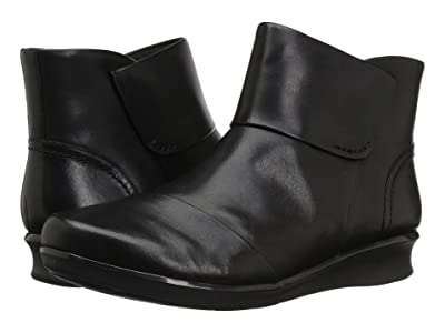 Clarks Hope Track (Black Leather) Women