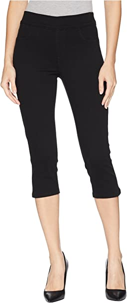 Pull-On Skinny Capris in Black