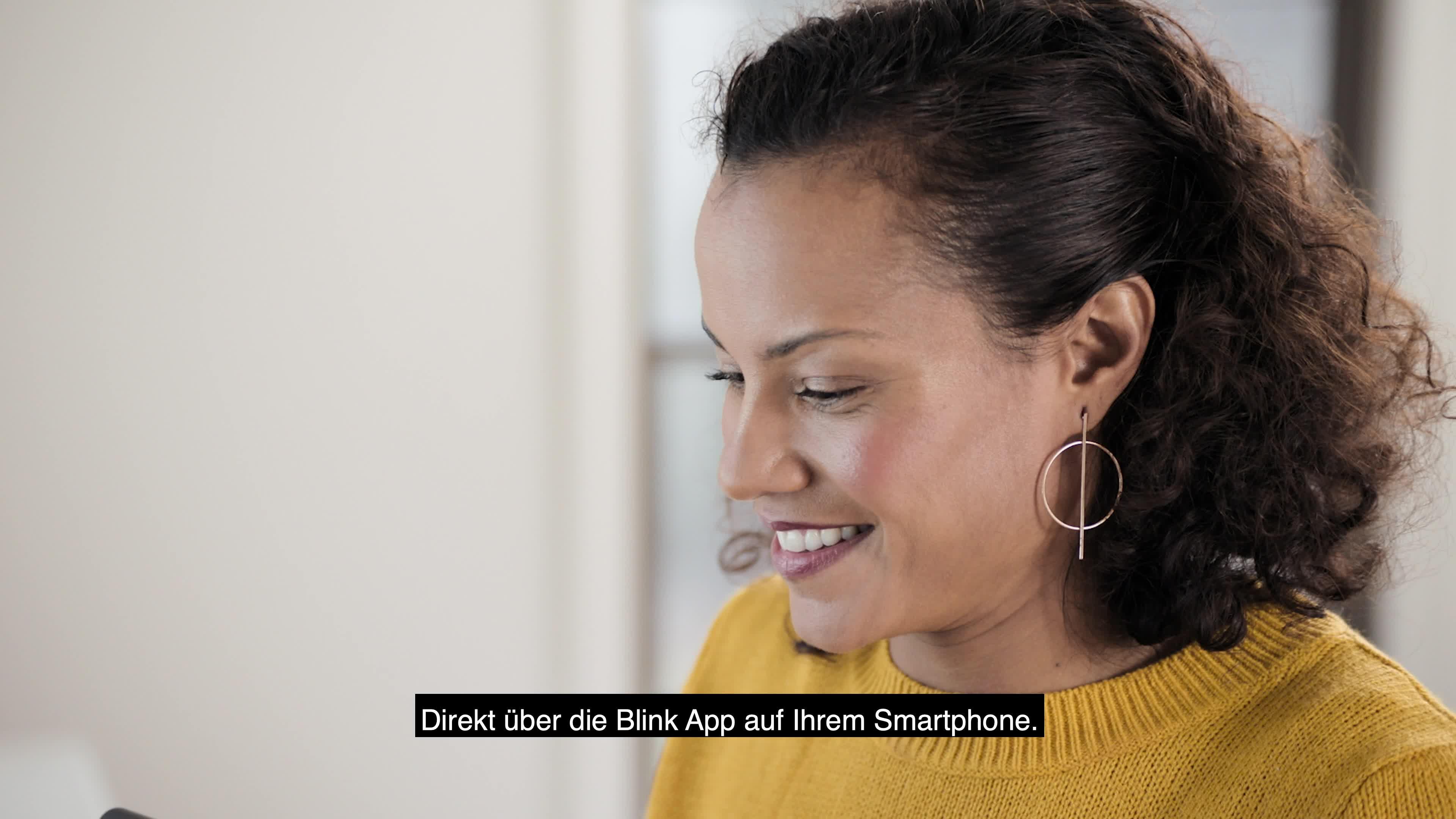 Blink Mini Eine Kompakte Intelligente Plug In Überwachungskamera Für Den Innenbereich Mit 1080p Hd Video Und Bewegungserfassung Die Mit Alexa Funktioniert 1 Kamera Alle Produkte