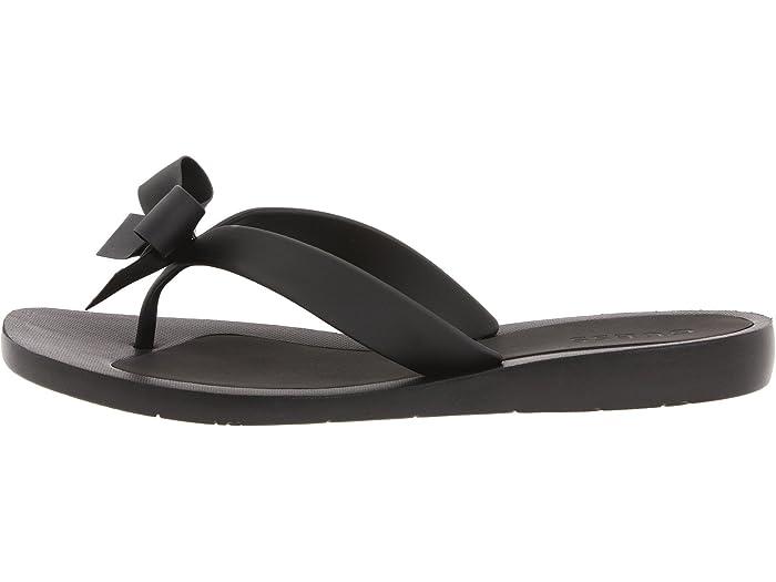 guess black flip flops