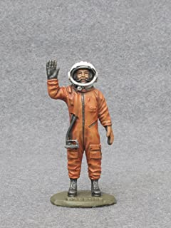 Ronin Miniatures Yuri Astronaut Gagarin USSR Spaceman Painted Tin Metal Collection Toy Soldier Size 1/32 Scale Décor Accents 54mm for Home Collectible Figurines Best Gift Item #Gagarin