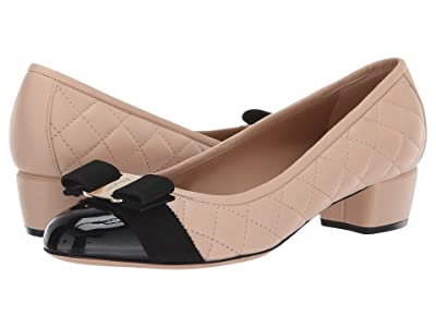 Salvatore Ferragamo Vara Q Pumps (Nero/New Bisque Patent) Women