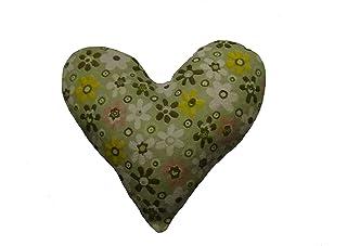 Corazón de tela de color verde, con flores para decorar, regalar o tener un bonito detalle. Silvys handmade