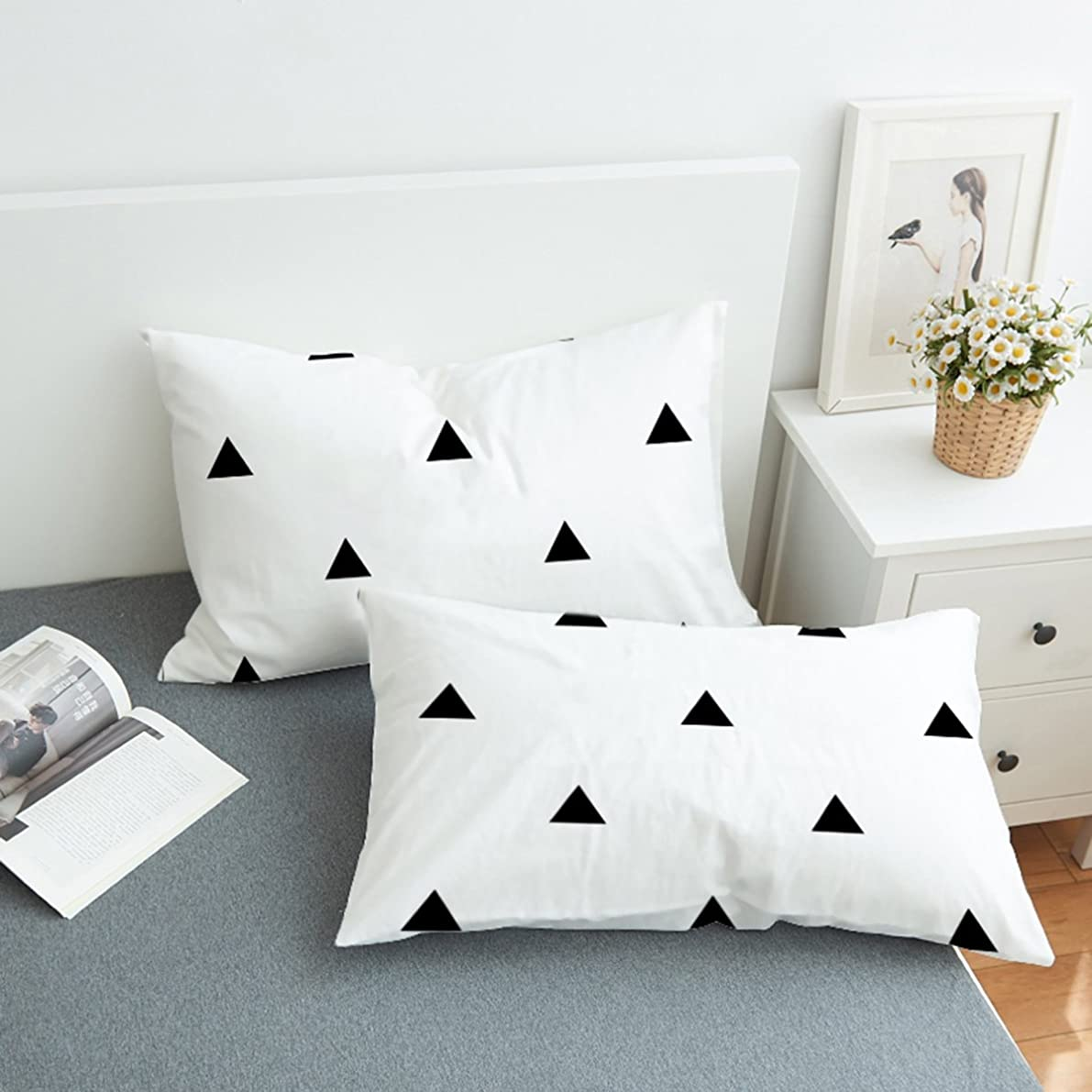 Koongso Black and White Triangle Print Bedding Pillowcase Zipper Closure for Home D¨|cor Standard/King Size