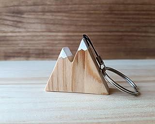 Llavero de madera de pino con forma de montaña