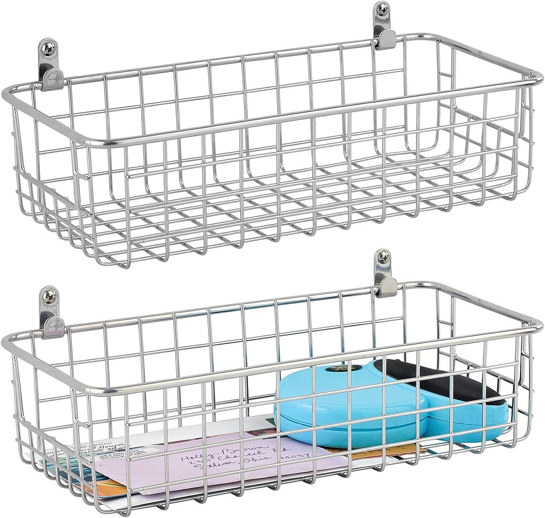 mDesign Cesta metálica para montaje en la pared – Práctico organizador de baño, pasillo o dormitorio – Elegante cesta multiusos para carteras, móviles, toallas y demás – Juego de 2 – plateado