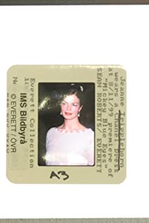 Slides photo of Jeanne Tripplehorn wears a Chanel dress at the premiere of the movie