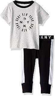 DKNY 男孩短袖 T 恤和慢跑者睡衣套装
