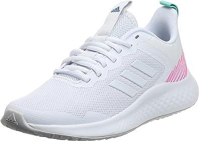 حذاء رياضي شبكي Fluidstreet منسوج برباط وثلاثة خطوط جانبية وشعار على لسان الحذاء للنساء من اديداس