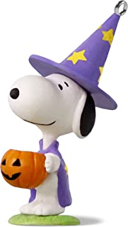 Hallmark Keepsake Halloween Decor Mini Ornament 2018 Year Dated, Peanuts Snoopy Trick or Treat Snoopy Miniature, 1.58