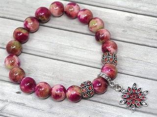 Bracciale da donna in perle di Giada bianca tinte di rosso e sfumature di verde e charms a forma di stella con cristalli