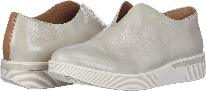 Gentle Souls by Kenneth Cole Womens Hanna Slip on Sneaker