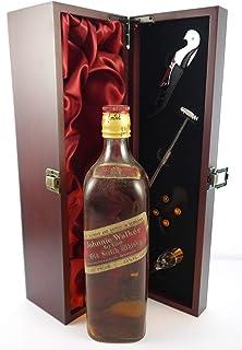 Johnnie Walker Red Label Whisky 70s bottling in einer mit Seide ausgestatetten Geschenkbox. Da zu vier Wein Zubehör, Korkenzieher, Giesser, Kapselabschneider,Weinthermometer, 1 x 700ml