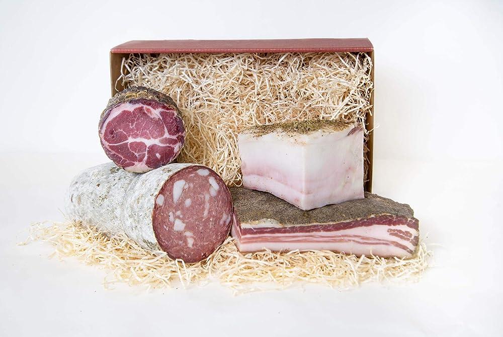 Confezione regalo a base di salumi artigianali toscani pancetta salame lardo e coppa