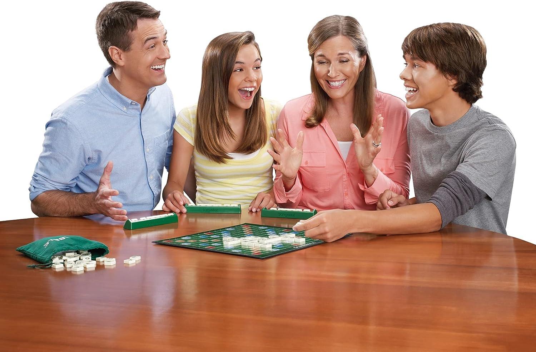 Scrabble - jeux de société avec des mots