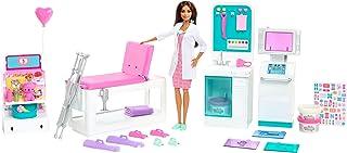 Barbie GTN61 - Zestaw gier szpitalnych z brunetką Barbie lekarką, 4 place zabaw, ponad 30 elementów, wiek 4+
