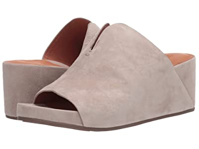 Gentle Souls by Kenneth Cole Gisele 65 Mule (Mushroom Suede) Women