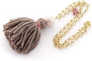 Lange Halskette Fantasie-Halskette für Frauen mit Pompons, Wollquaste, blass rosa Perle und goldener Aluminiumkette und Details in Makramee. Borlon,tassel hellbraune Wolle. Pinke,rose Makramee-Band.