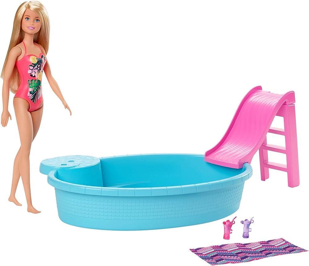 barbie, playset bambola con piscina e accessori ghl91
