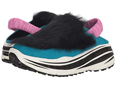 UGG Fluffy Runner (Black) Women