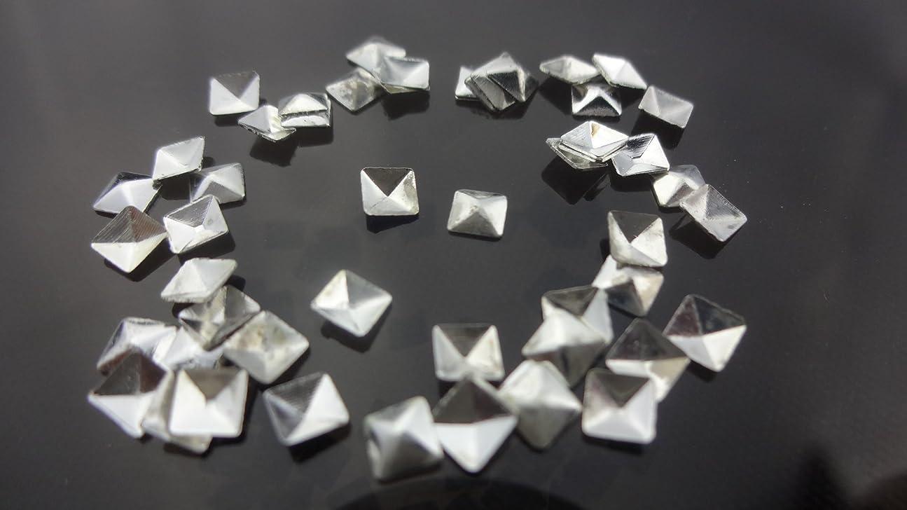 フリンジ神経障害弾薬【HARU雑貨】メタルスタッズ スクエア 四角 ピラミッド型 10個/ネイル パーツ デコ アクセサリー (3.5mm, シルバー)