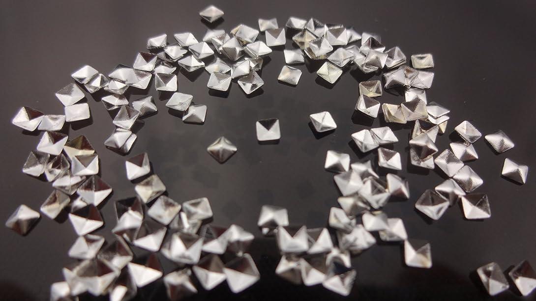 ぬるい面パフ【HARU雑貨】メタルスタッズ スクエア 四角 ピラミッド型 10個/ネイル パーツ デコ アクセサリー (2.5mm, シルバー)