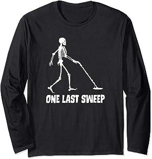 Funny Metal Detecting Skeleton One Last Sweep 長袖Tシャツ