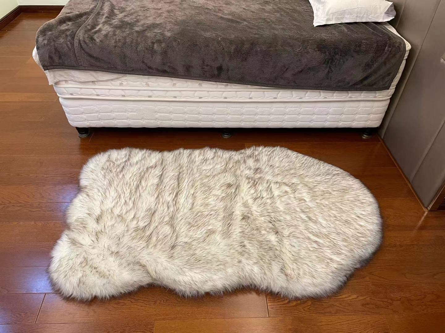 Spring Max 68% OFF Blossoms Dog Mat Curve White lowest price Winter Cu Pet Soft Cozy Warm