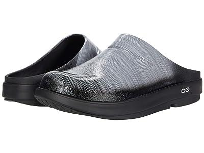OOFOS OOcloog Luxe (Gray Stripe) Shoes
