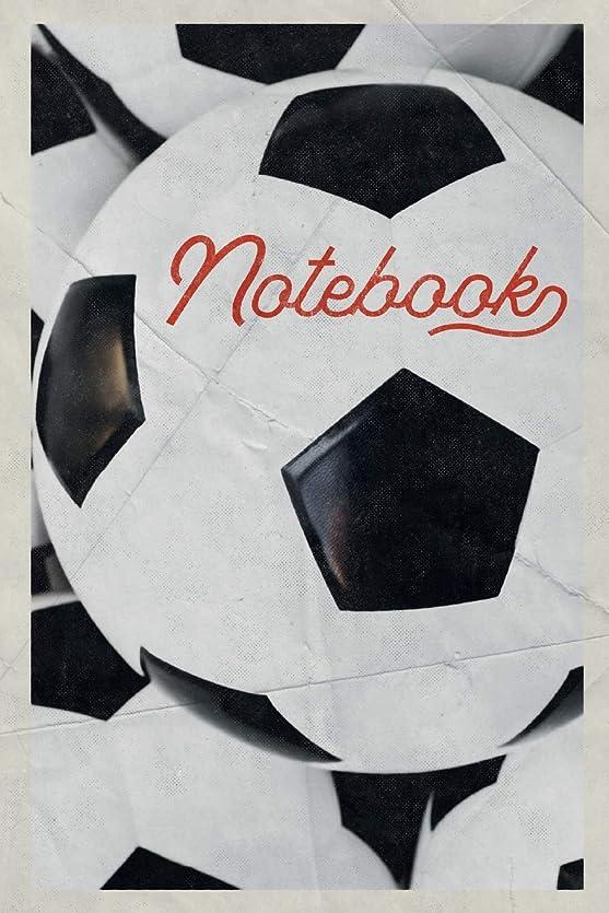 助言するペレット王朝Notebook: Football Equipment Compact Composition Book Journal Diary for Men, Women, Teen & Kids Vintage Retro Design Footie Coaching