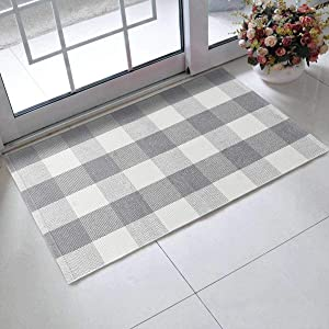 Buffalo Plaid Outdoor Rug,LEEVAN 2x3 ft Cotton Checkered Gingham Rug Washable Woven Porch Welcome Braided Door Mat for Layered Kitchen Farmhouse Bathroom Entryway Throw Carpet, Grey and White